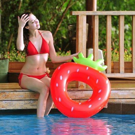 Jilong Strawberry Ring - XL Schwimmring, Poolsessel im Style einer Erdbeere, aufblasbare Wassermatratze 92x67x25 cm,